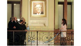 CFK colgó un cuadro de Néstor y otro de Chávez en la Rosada