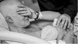 La emoción de una madre enferma de cáncer amamantando a su bebé