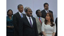 Cristina Kirchner y Barack Obama se saludaron en la foto oficial de la Cumbre