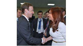 La Presidenta se reunió con el fundador de Facebook en la Cumbre de las Américas