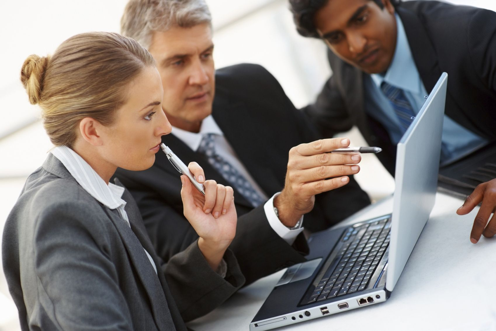 Resultado de imagen para reunion empleados computadoras