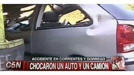 Un auto se incrustó debajo de un camión en Chacarita