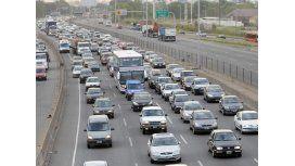 Por un choque fatal, hay 10 kilómetros de demora en la Autopista del Oeste
