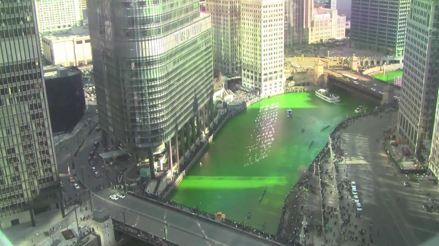 Pintan de verde el río de Chicago por San Patricio