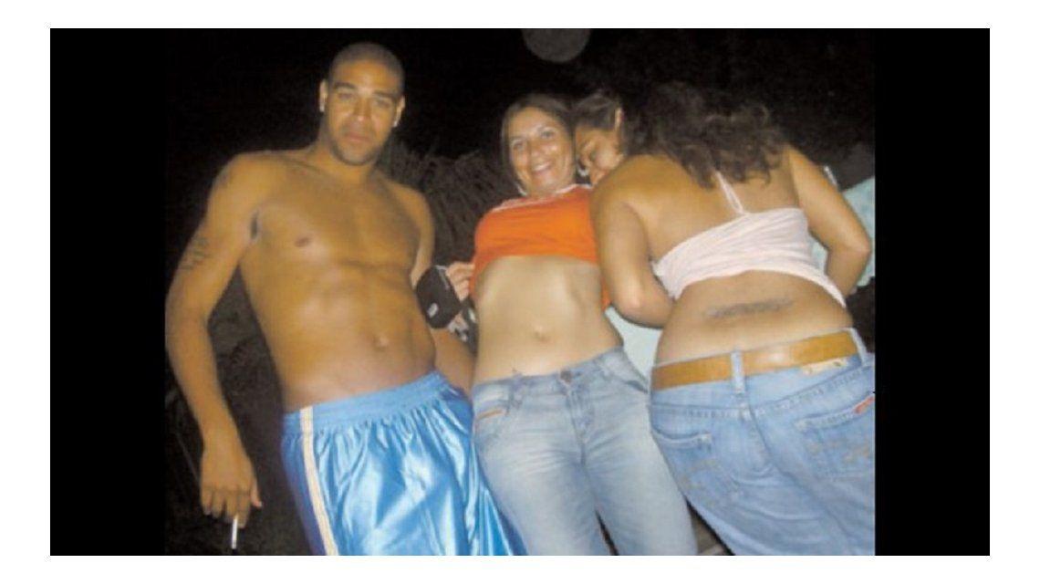 Una ex estrella de Brasil estuvo en un hotel con 18 prostitutas
