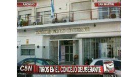 Un hombre se fue a los tiros del Concejo Deliberante de San Martín y es buscado