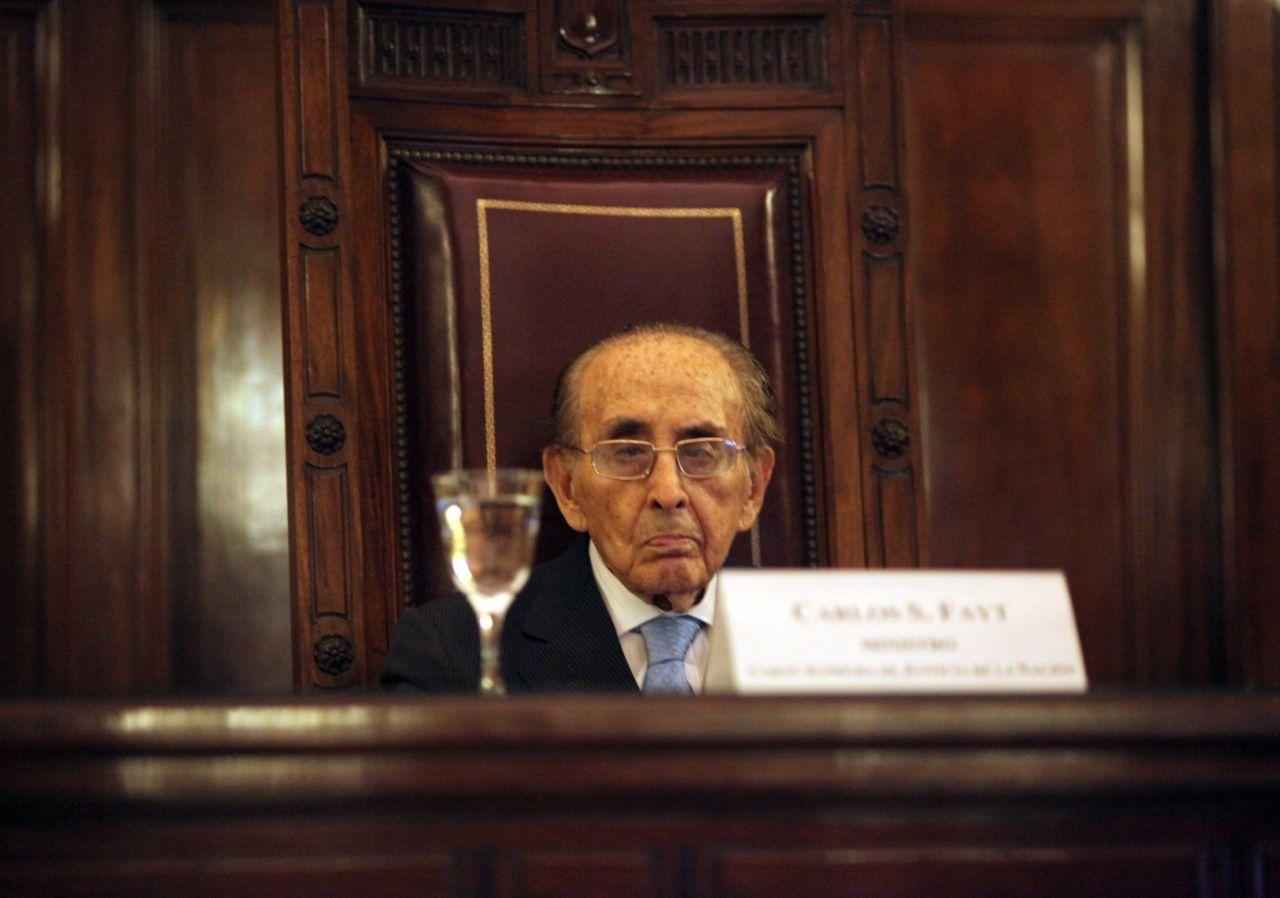El juez Carlos Fayt renunció a la Corte Suprema: se irá el 11 de diciembre
