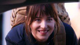 Mirá el polémico sketch protagonizado por la actriz de 50 Sombras de Grey