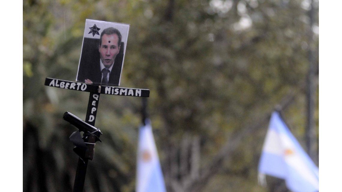 A Nisman lo asesinaron, según un dictamen del fiscal Ricardo Sáenz