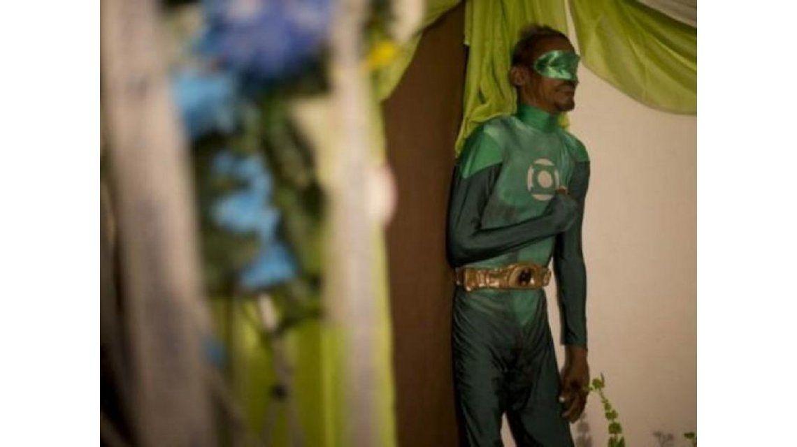Un hombre muerto fue velado disfrazado de Linterna Verde