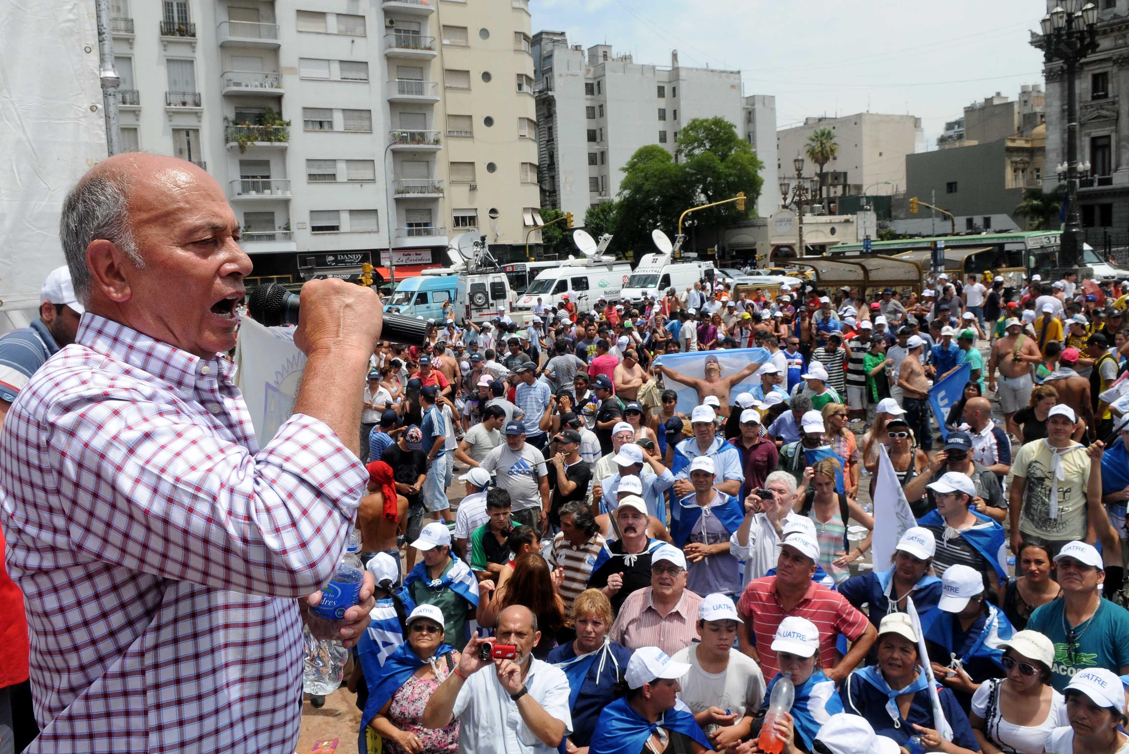 Momo Venegas: El Estado tendrá que absorber al personal de más en el Renatre