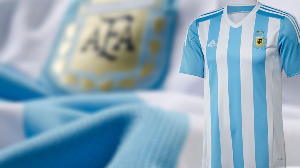 ¿En qué equipo se inspiró la camiseta de la Selección argentina?
