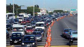 Más de 2.600 autos circulan por hora hacia la Costa por el recambio turístico