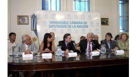 Legisladores del FPV en defensa de Gils Carbó