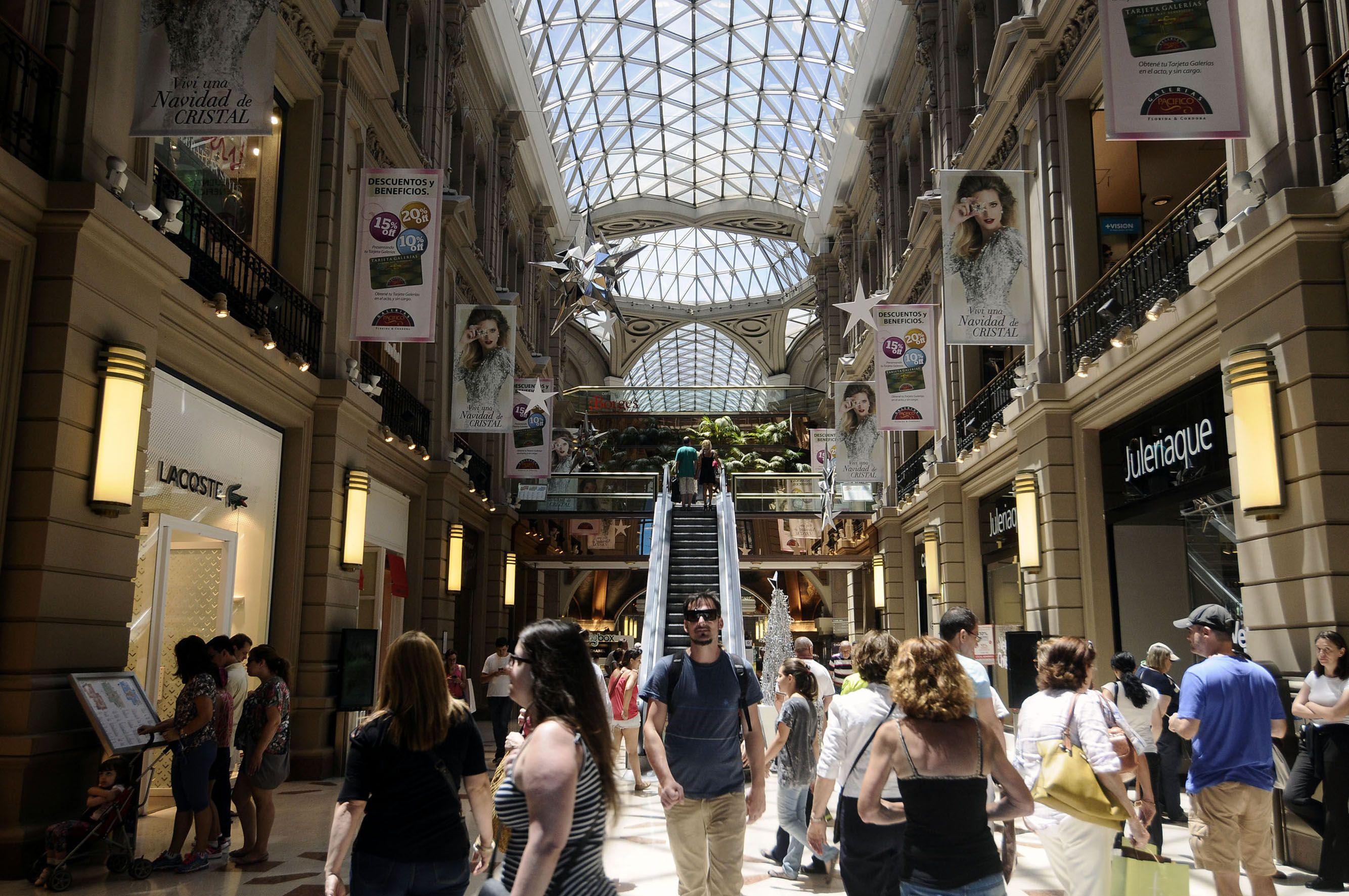 Así lucía uno de los shoppings de la Ciudad a fin de año en pleno furor por las comprar navideñas: llevan casi cuatro meses cerrados