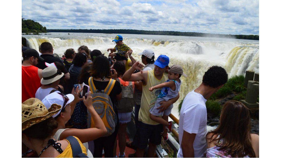 Más de 11 mil turistas ya recorrieron las nuevas pasarelas de la Garganta del Diablo en las Cataratas de Iguazú