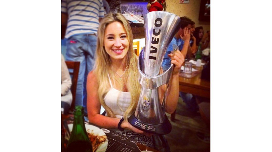 El lado sexy del campeón: la hija del presidente también posó con la Copa