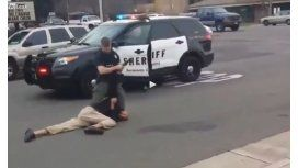 Graban en video la brutalidad policial en su máxima expresión