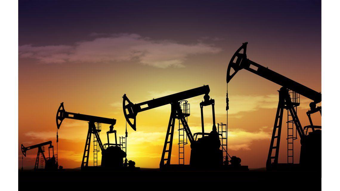 ¿Qué hay detrás del abrupto derrumbe en el precio del barril de petróleo?