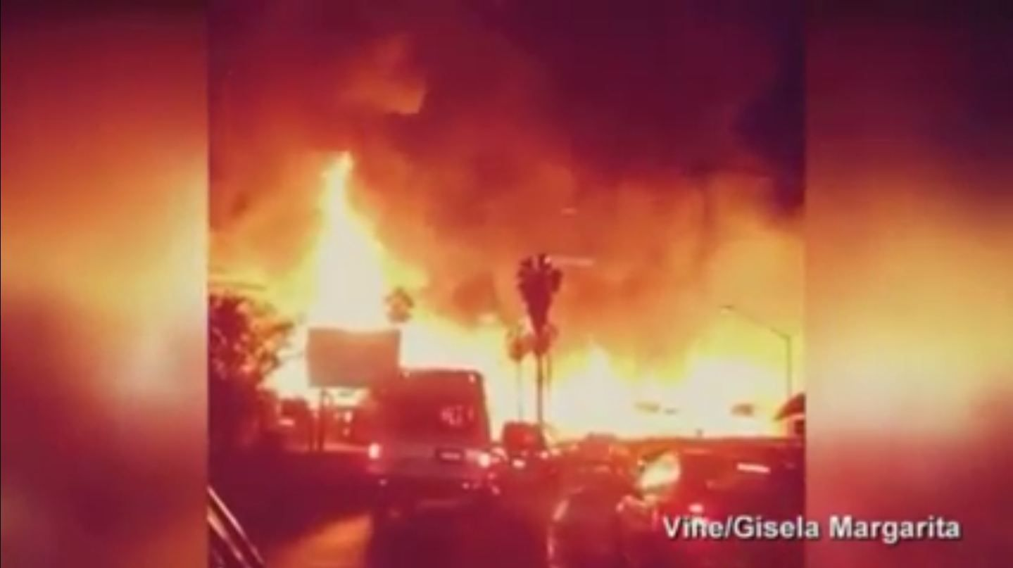 Se incendia un hotel en construcción en Los Angeles