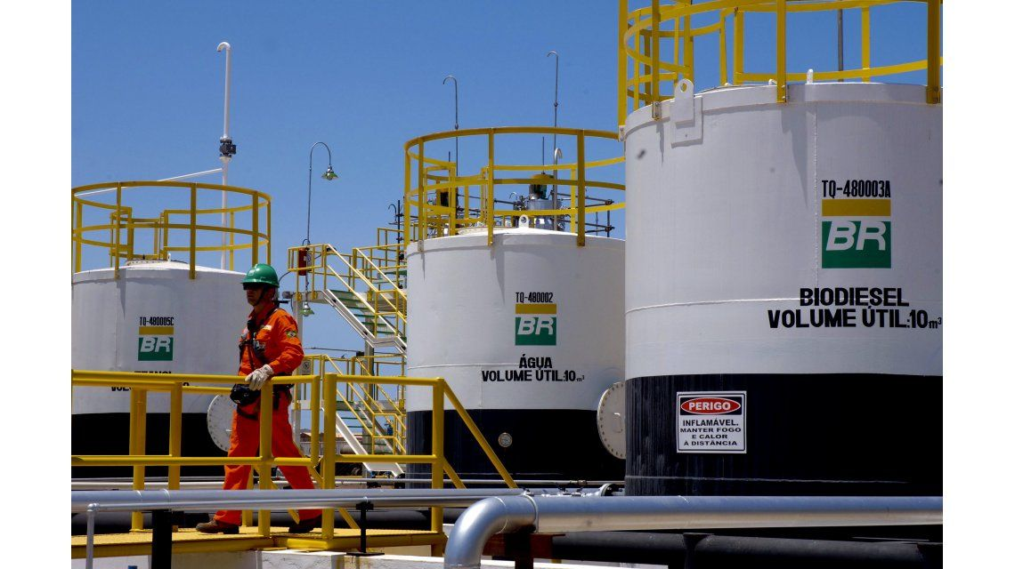 YPF desmintió oferta para comprar activos de Petrobras en Argentina