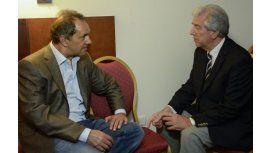 Scioli visitó una vez más a Tabaré Vázquez en su bunker de campaña