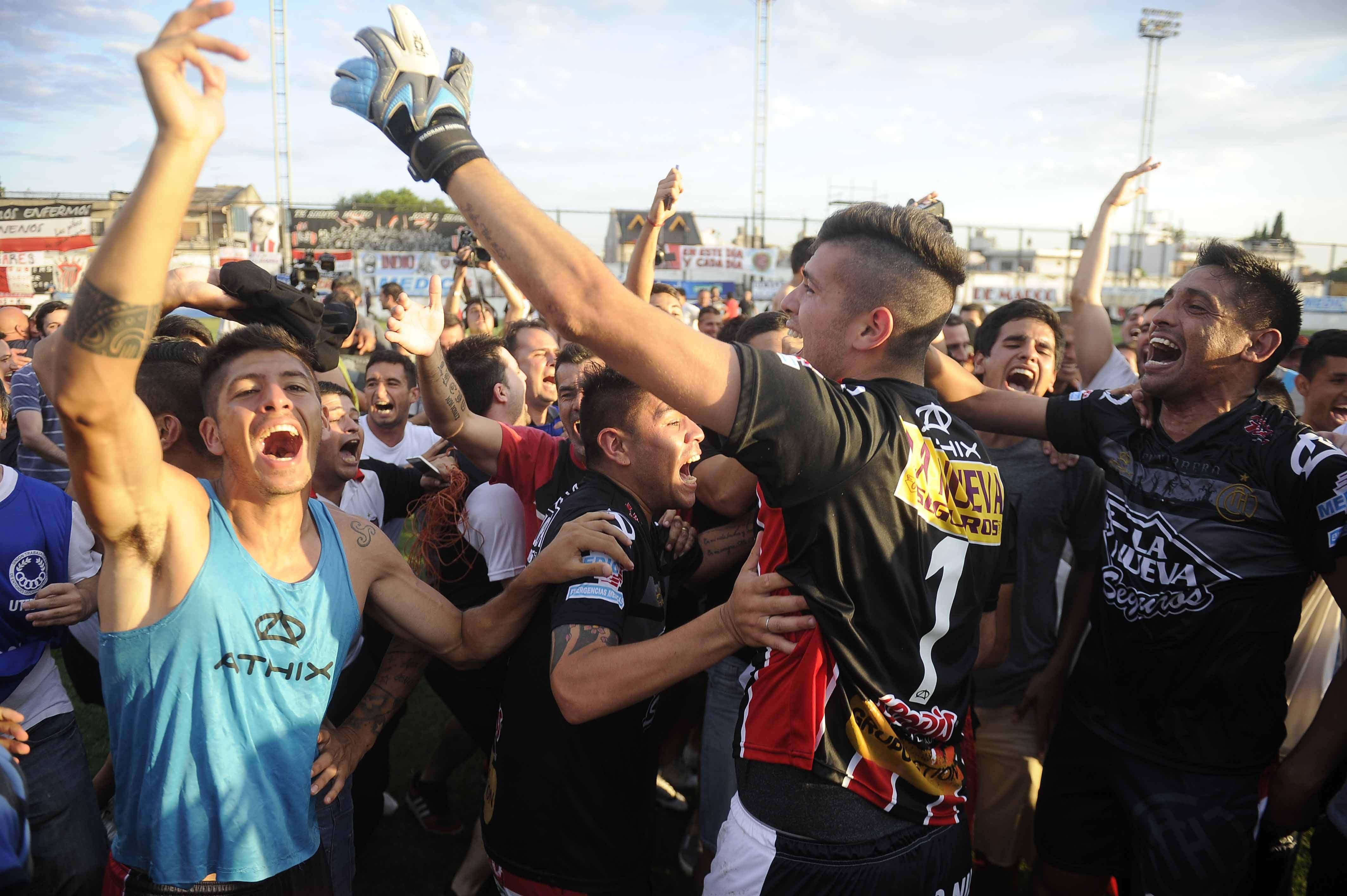 Chacarita empató con Argentinos y vuelve a Primera tras siete años