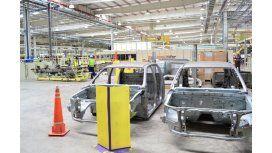 La producción de autos retrocedió 22% en 2014