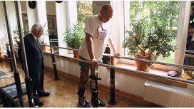 Un paralítico volvió a caminar por un trasplante