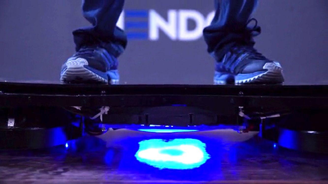 Presentan el primer skate volador