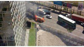 Tensión en el Bajo porteño por el incendio de una camioneta