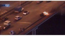 Se incendió un auto en el Puente Pueyrredón