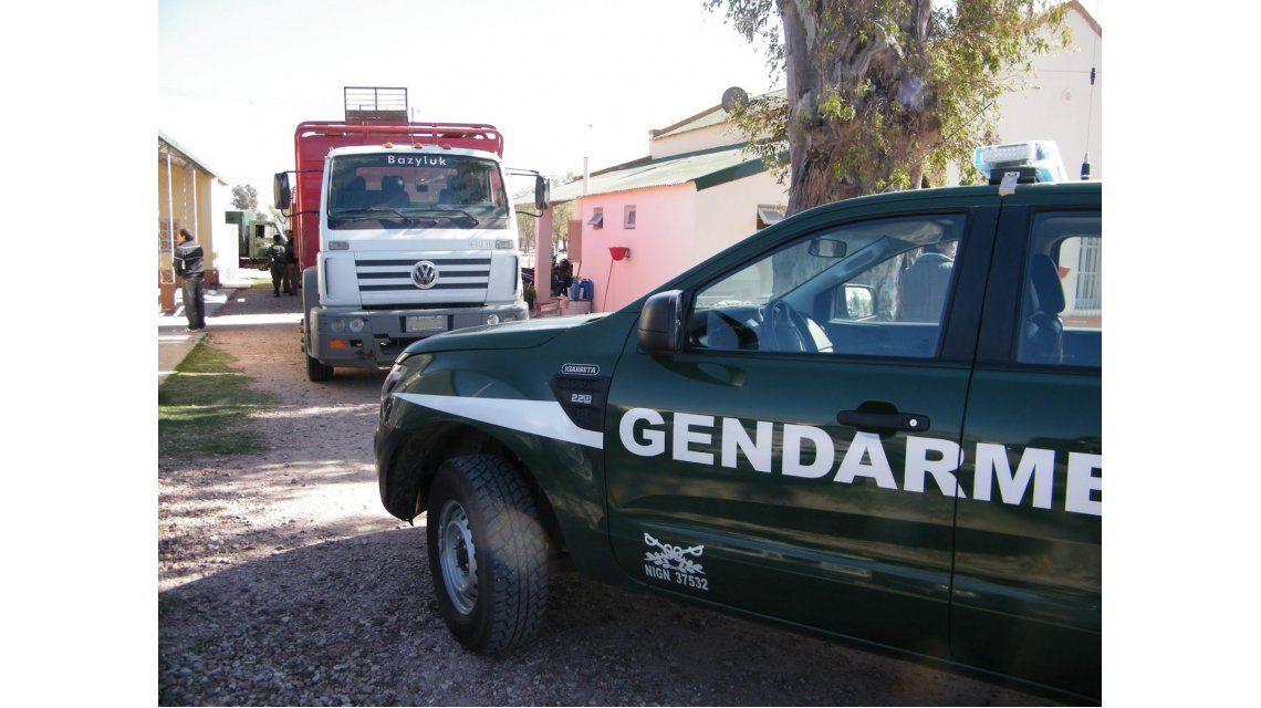 Vestidos de gendarmes simularon un allanamiento y desvalijaron un local