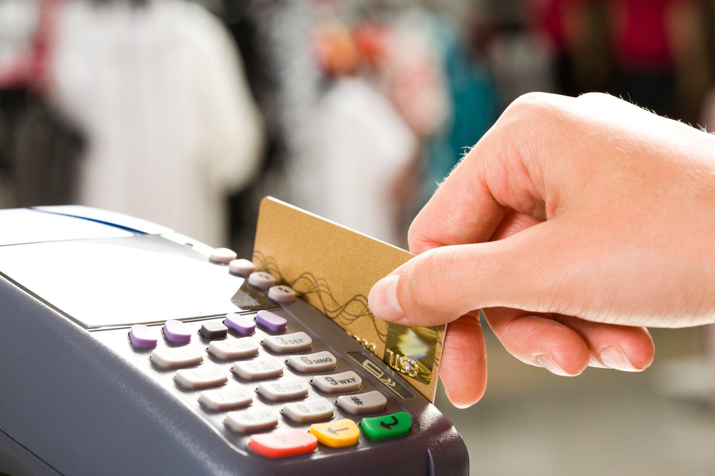 Comerciantes porteños aseguran que las compras en cuotas se restringen a casos de urgencia