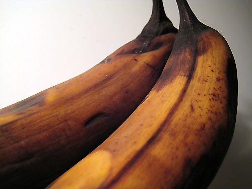 ¿Cómo hacer que la banana mantenga su color y no se ponga oscura?