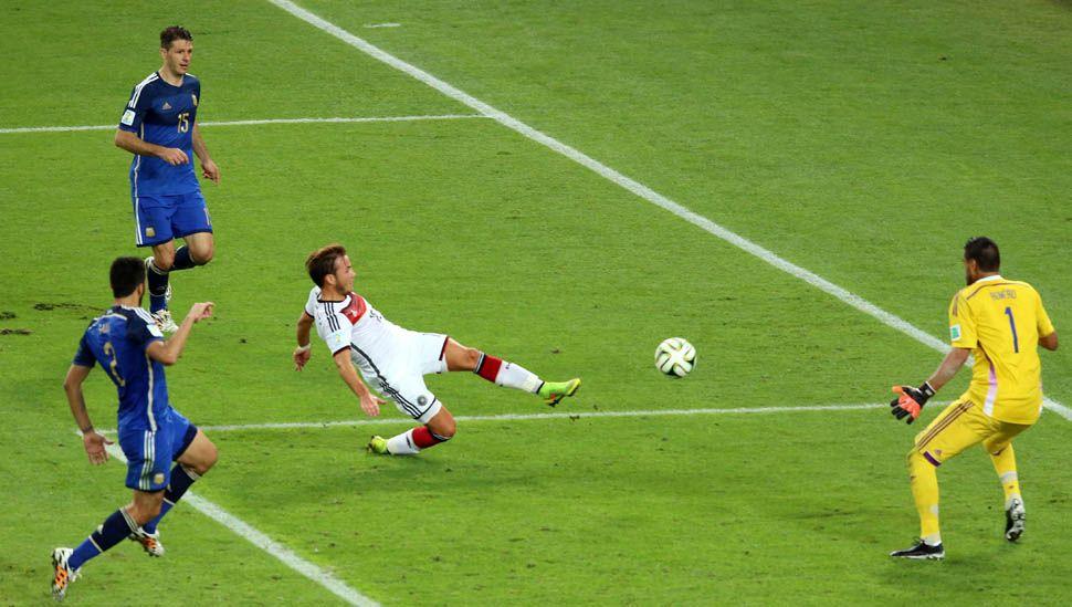 El ocaso del verdugo en el Mundial: Götze no juega en su club y vuelve donde no lo quieren