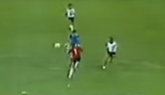 El penal no cobrado a Higuaín tiene su antecendente en el Mundial de 1982