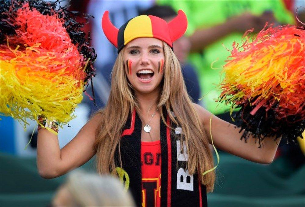 Una belga de 17 años, de hincha a modelo por alentar a su selección