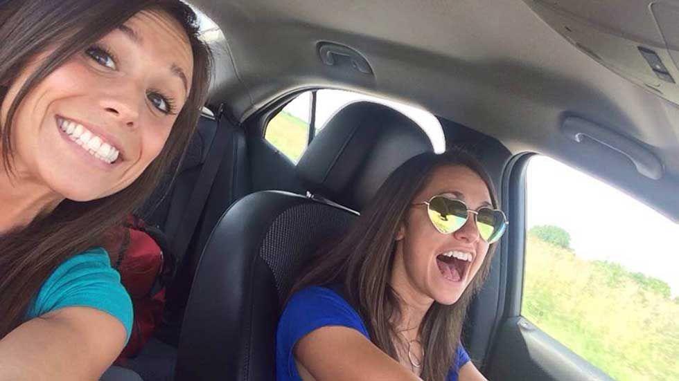 Una novia muere en un accidente de auto minutos después de sacarse una selfie