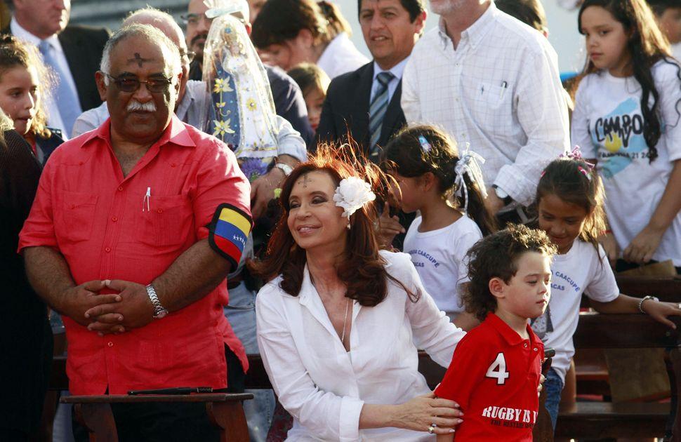 La Presidenta participó de una misa en homenaje a Hugo Chávez