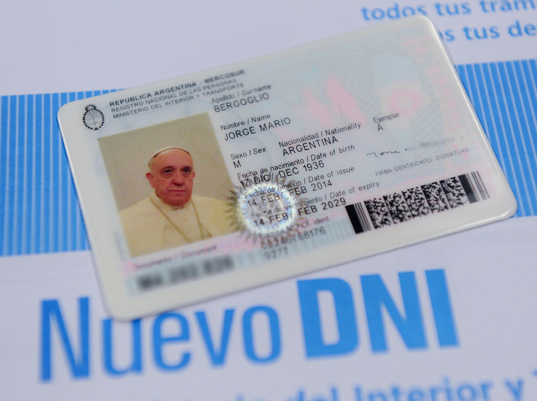 El Papa no renuncia a su ciudadanía: seguirá viajando con pasaporte argentino