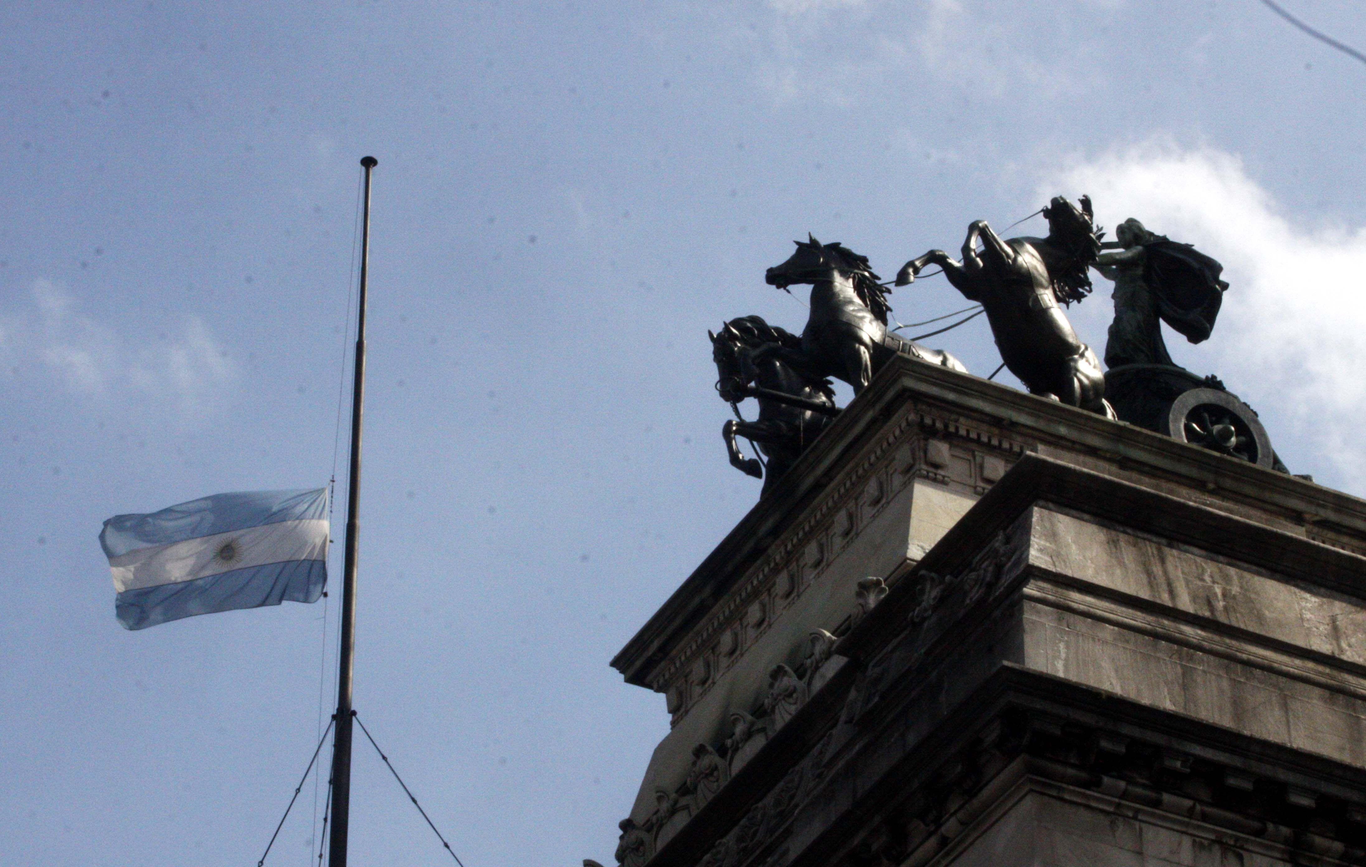 El Gobierno decretó dos días de duelo nacional por la tragedia de Barracas