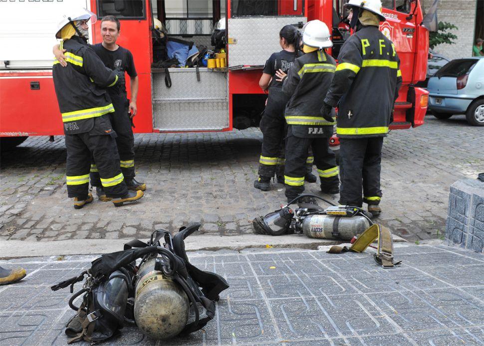 Las imágenes del trágico incendio en un depósito en Barracas