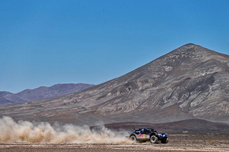 Al Attiyah se impuso en la octava etapa en los autos