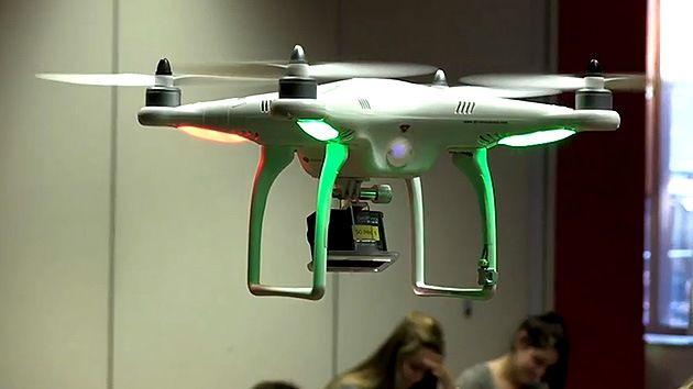 Crean un drone para evitar que los chicos se copien en la escuela