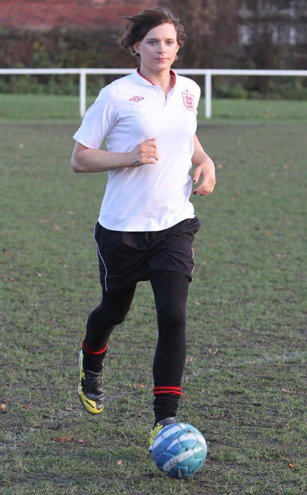 Escándalo: prohiben a una transexual jugar al fútbol en Inglaterra