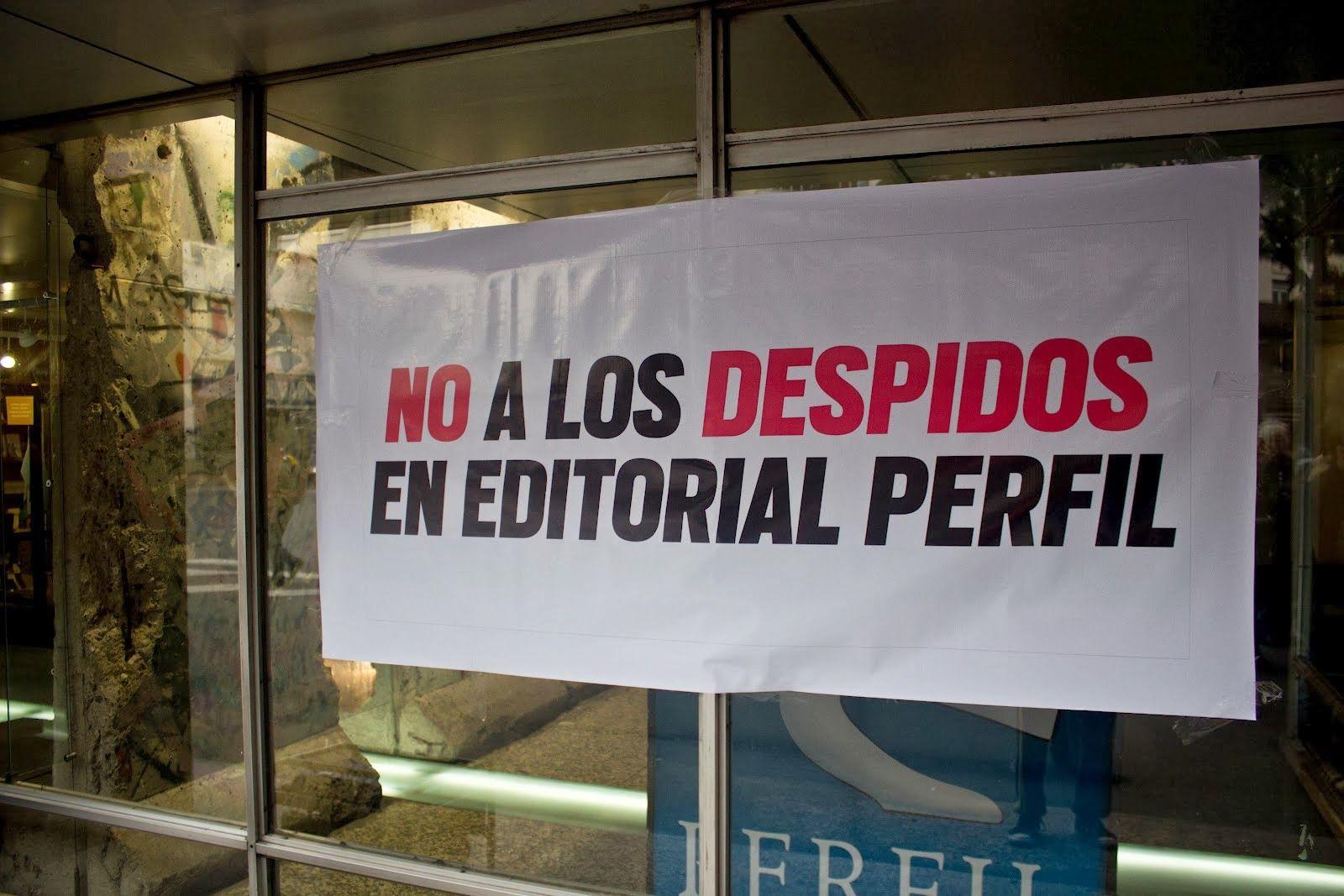 Denuncian doce despidos en la editorial Perfil