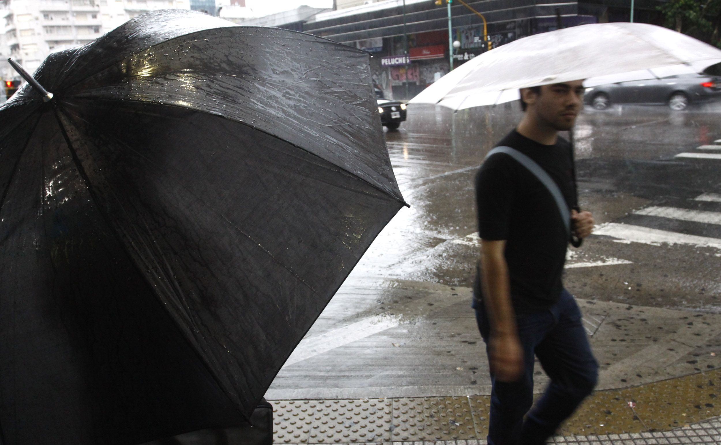 En pleno otoño, la Ciudad arde: 37 grados y se viene una fuerte tormenta con granizo