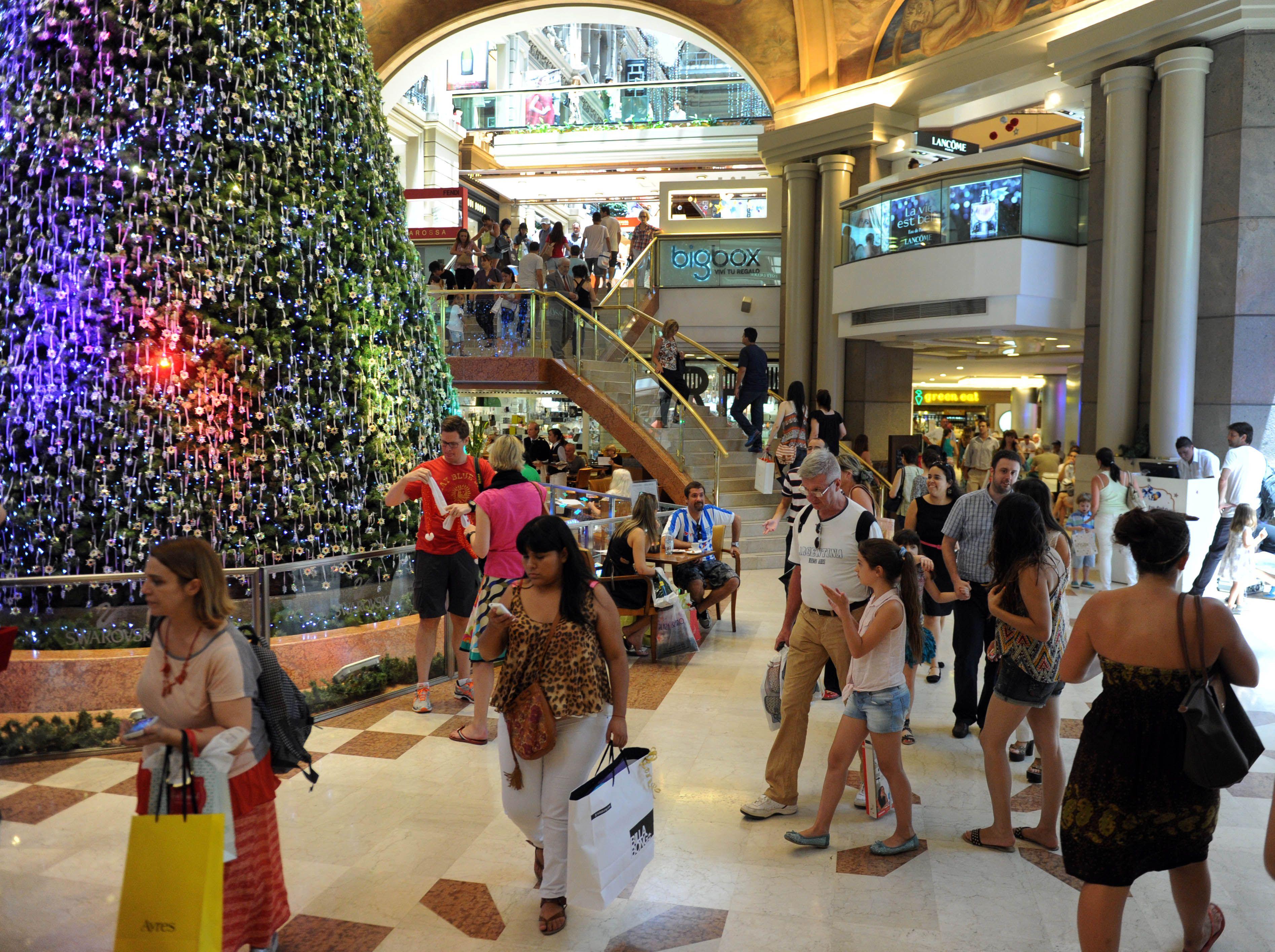 Nueva edición de la noche de los shopping: rebajas de hasta 50% y  horario extendido