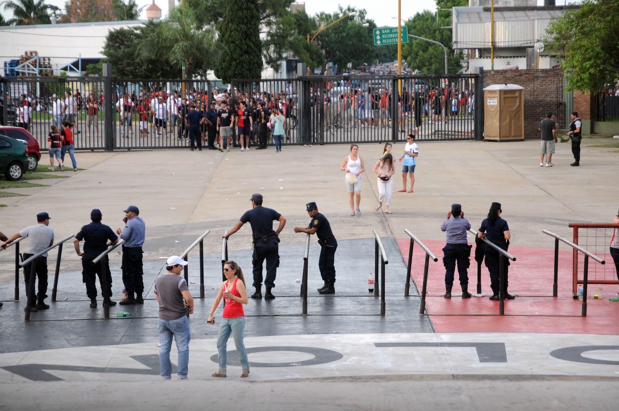Colón-Rafaela, suspendido en medio de un escándalo